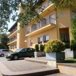 L'hôtel Esteba se situe à Caldes de Malavella, à 20 minutes en voiture du centre-ville de Gérone. Situé dans de beaux jardins, cet hôtel est doté d'un restaurant et de chambres avec balcon.