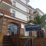 Situé à 10 minutes à pied de la plage de Fenals, ce complexe propose une piscine extérieure entourée de jardins. Les appartements climatisés possèdent un balcon privatif, une télévision par satellite et une cuisine bien équipée.