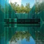 L'établissement Les Cols Pavellons se trouve à Olot, près de la réserve naturelle volcanique Garrotxa. Il propose un type d'hébergement original consistant en des chambres au décor zen avec des sols et des murs en verre.