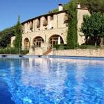 Doté d'une piscine extérieure et d'un jardin, le Can Mas Albanyà est installé dans une ferme catalane restaurée datant du XVIIIè siècle. Il est situé à la campagne, à 20 km de Figueras.