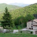 Le Turisme Rural Mas Moreta est un manoir du XIVe siècle situé dans un paysage de campagne pittoresque, près de San Jaume de Frontanyà. Il propose une connexion Wi-Fi gratuite ainsi que des chambres dotées d'une douche d'hydromassage et de vues imprenables.
