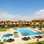 L'Hotel Clipper & Villas propose des chambres et des villas élégantes dotées d'une connexion Wi-Fi gratuite et réparties autour d'une piscine extérieure. Situé à El Mas Pinell, ce complexe se trouve à seulement 60 mètres de la plage de Pals.