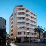 Lloret de Mar: séjournez au cœur de la ville  L'Apartaments Xaine Sun bénéficie d'un emplacement central à Lloret de Mar, à seulement 200 mètres de la plage. Il vous propose des appartements et des studios comprenant tous la climatisation, ainsi que le chauffage.