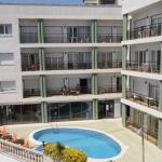 Lloret de Mar: séjournez au cœur de la ville  L'Apartamentos Melrose Place se trouve dans le centre-ville de Lloret de Mar, sur la Costa Brava, à seulement 500 mètres de la mer. Ses appartements offrent de belles vues et comportent un jardin ainsi qu'une piscine.