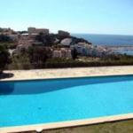 L'établissement Vasanta Costa Brava occupe une superbe villa de 13 chambres située à seulement 800 mètres de la plage, à Sant Feliu de Guíxols. Il dispose d'une piscine privée aménagée dans un jardin sur plus d'un km² et offre une vue sur la Méditerranée.