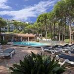 Situé dans une région calme de la Costa Brava, cet hôtel à la gestion familiale dispose d'une piscine extérieure entourée de pins, ouverte en saison. La plage Calella de Palafrugell se trouve à seulement 350 mètres.