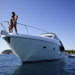 Amarré au port de plaisance de Palamós, le Costa Brava Luxury Yacht donne sur la mer Méditerranée. Ses chambres climatisées disposent d'une connexion Wi-Fi gratuite et d'une terrasse avec table à manger et espace de bronzage.