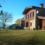 Le Turismo Rural Can Pol de Dalt - Bed and Bike propose des chambres rustiques et loue une ferme restaurée. Situé dans la magnifique campagne de Gérone, il se trouve à 15 minutes de route de Bescanó.