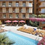 Lloret de Mar: séjournez au cœur de la ville  Le Fergus Style Plaza Paris est situé dans le centre de Lloret de Mar, à seulement 200 mètres de la plage. Il dispose d'une piscine extérieure, d'une salle de sport et d'un bain à remous.