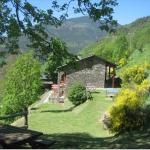 Offrant une vue magnifique sur les montagnes, l'Apartaments Fontalba propose des appartements ruraux à la campagne, à seulement 400 mètres de la ville de Queralbs et du chemin de fer de montagne de la vallée de Núria. Ses studios de style champêtre possèdent une terrasse privée meublée.