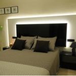 Roses: séjournez au cœur de la ville  L'Hotel Montmar, établissement à la gestion familiale, se situe dans le centre de Rosas, à seulement 300 mètres de la plage. Ses chambres climatisées disposent d'une télévision à écran plasma.