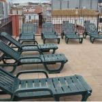 Lloret de Mar: séjournez au cœur de la ville  Situé à 100 mètres de la plage de Lloret, l'établissement Apartamentos Royal propose un toit-terrasse commun avec des chaises longues qui offre une vue sur la Costa Brava. Tous les appartements climatisés sont dotés de la télévision par satellite et d'une connexion Wi-Fi gratuite.