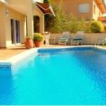Implantédans le quartier exclusif deMar Menudaà Tossa de Mar et abritant une piscine privée, la Villa Armory - Tossa de Mar composée de 4 chambres est située à 5 minutes de marchede la plage. Cette superbe villapossède unbarbecue.
