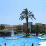 L'Evenia Olympic Palace fait partie du grand complexe Evenia Olympic Resort qui compte 6 piscines, une salle de sport, un spa et des courts de tennis et de squash. Toutes les chambres de l'Evenia Olympic Palace sont climatisées et dotées de deux télévisions par satellite, d'un coin salon et d'un balcon privé.