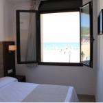 Surplombant la plage et la mer Méditerranée, l'Hotel Victoria propose des chambres climatisées à proximité de la plage de Tossa de Mar, sur la Costa Brava. Chauffées et insonorisées, les chambres modernes de l'Hotel Victoria comprennent une télévision haute définition à écran plat ainsi qu'une salle de bains privative pourvue d'une douche et d'un sèche-cheveux.