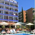Installé à 700 mètres de la plage de Lloret de Mar, l'hôtel H Top Palm Beach possède des piscines intérieure et extérieure, une terrasse bien exposée avec bain à remous et une salle de jeux avec billard. Décorées avec simplicité, les chambres lumineuses disposent toutes d'une terrasse meublée privée, d'une télévision par satellite et d'une salle de bains privative.