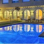 L'Hostalet de Begur bénéficie d'une piscine extérieure avec solarium et espace de détente. Ses chambres sont climatisées et offrent une vue sur la piscine.