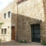 Le Cal Pastor de Can Muní est un établissement situé dans une agréable maison en pierres dans la campagne de L'Empordà entouré de jardins avec une piscine extérieure et une terrasse bien exposée. Il propose des promenades à cheval.