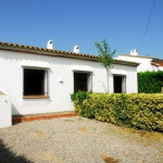 House located in the Torre Gran. 3 km from the beach and the center of L Estartit.