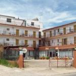 Cet hôtel simple est situé à 5 minutes à pied du centre de Sant Pere Pescador. À 2 km des plages de la Costa Brava, il dispose d'un jardin, d'une terrasse bien exposée et d'une zone Wi-Fi gratuite.