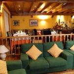 L'Hostal La Placeta est situé à Camprodón, dans la province de Gérone, à 20 km des pistes de ski de Vallter 2000. Il dispose d'un restaurant avec bar ainsi que de chambres pourvues de chauffage et d'une salle de bains privative.