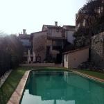Cette maison du XVIIIe siècle restaurée est située dans le village médiéval de Santa Pau, dans la zone volcanique de la réserve naturelle de la Garrotxa. Elle propose des appartements et des chambres rustiques avec piscine extérieure ouverte en saison, jardin et terrasse aménagée.