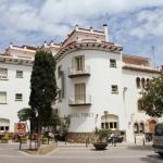 Situé juste à côté de la plage de Tossa de Mar, cet hôtel à la gestion familiale propose des chambres simples avec salle de bains privative. L'hôtel Tonet dispose d'une terrasse avec vue sur la ville médiévale.