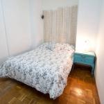 Doté d'une connexion Wi-Fi gratuite et d'une cuisine commune, le Room In Girona vous accueille en face de la rivière Onyar Bridge, dans la vieille ville de Gérone. Ce Bed & Breakfast moderne propose des dortoirs et des chambres privées.