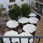 L´Hostalet vous accueille dans la vieille ville de Tossa de Mar, à seulement 2 minutes à pied de la plage. Cette maison traditionnelle catalane du XVIIIe siècle propose un restaurant, une réception ouverte 24h/24 et une zone Wi-Fi gratuite.