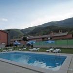 Doté d'une piscine extérieure commune avec vue sur la montagne, le Fonda Finet est situé à Sant Feliu de Pallerols. Il propose un restaurant, situé à 150 mètres, qui sert le petit-déjeuner et des repas faits maison.
