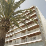 Lloret de Mar: séjournez au cœur de la ville  L'Apartamentos Borodin se trouve à 100mètres de la plage de Lloret del Mar, située sur la Costa Brava. Les hébergements sont installés dans un coin paisible de la promenade.
