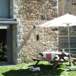 Installé dans des jardins et offrant des vues charmantes sur la montagne, le Cal Sastre se situe à Pardines, à 18 km de la vallée de Núria. L'église romane de Santa Magdalena est à côté de l'établissement.