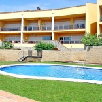 This is a four-room apartment 100 m2, on the ground floor of the building, built in 2003 and located 6 km from the beach. It has a living/dining room with panoramic window with dining table and TV.
