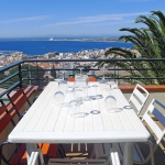 Roses : séjournez au cœur de la ville  Las Alondras 2 is a 4-room apartment, 75 m2 on the 2nd floor, located in a 3-storeys complex above Roses, 700 m from the centre, in a quiet, sunny position on a slope, 1 km from the sea. The property features shared swimming pool (12 x 6 m, 01.