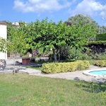 Three bedrooms holiday home, with comfortable furnishings. Equipped with fireplace, kitchen and garden.