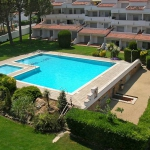 This is a three-room apartment 45 m2 on 3rd floor, located 500 m from the centre of L'Escala and 500 m from the sea. It has a living/dining room with cable-TV (flat screen TV).