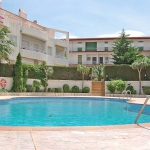 La Farella Apartment is 300 m from the centre of Llança, 200 m from the sea. For shared use there is a garden a swimming pool (8 x 16 m, 01.