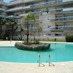 Le complexe d'appartements Port Canigo est situé dans le quartier de Santa Margarida, à 3 km du centre de Roses et à 1,5 km de la mer. Il abrite une réception, un restaurant, un bar, un bain à remous ainsi que des commerces.