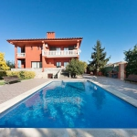 This holiday home is located in Costa Brava, Sta Cristina d'Aro in Spain. It offers an equipped kitchen, living room, 4 bedrooms, private swimming pool and balcony.