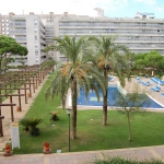 This is a three bedrooms apartment of  90 m2 on 2nd floor, with a terrace and a very nice view of the sea and the swimming pool. Located in  the centre of Blanes, in a central, sunny position, 30 m from the sea, 30 m from the beach, road to cross.
