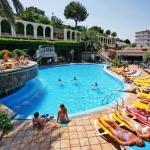 Lloret de Mar: séjournez au cœur de la ville  Le Guitart Gold Central Park Resort & Spa est situé dans le centre de Lloret, à moins de 10 minutes de marche de la plage. Équipé d'une connexion Wi-Fi gratuite dans ses parties communes, il dispose de 4 piscines.