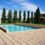Le Costabravaforrent Residencial Albons se trouve à Albóns, à seulement 8 minutes de route de la charmante ville de bord de mer de L'Escala. Il propose des appartements climatisés avec une terrasse privée et une piscine extérieure commune.