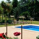 Le Mas L'Era vous propose une maison de campagne située à Montagut, au sein de la région d'Alta Garrotxa, à Gérone. Son jardin privé comporte des arbres fruitiers, un barbecue, des balançoires et une piscine privée.