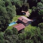 Doté d'une piscine extérieure et d'un jardin avec un barbecue, le Más Masnou propose un hébergement de style champêtre dans la campagne d'Olot. Implanté dans le parc naturel volcanique de la région de Garrotxa, l'établissement dispose d'une terrasse et d'une aire de jeux.