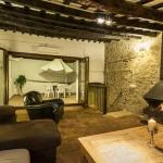 Dotée d'une terrasse au dernier étage, la maison de campagne Casa Del Conde est un hébergement de style rustique, situé au cœur de Castello d'Empuries. La ville d'Empuriabrava se trouve à seulement 6km.
