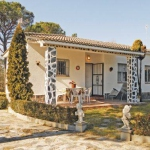 Offering an outdoor pool, Holiday home Ronda de la Goba is located in Vidreres. There is a full a kitchenette with a microwave and a refrigerator.