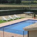 Doté d'une piscine extérieure, d'une terrasse et d'un jardin, le Mas Miquel vous accueille dans le village pittoresque d'Esponellá. Une connexion Wi-Fi et un parking sont disponibles gratuitement sur place.
