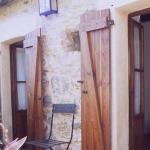 Le Casa Rural Can Pipa est situé à Maçanet de Cabrenys, à Gérone. Cet établissement en pierre, qui affiche une décoration rustique, possède une terrasse bien exposée.