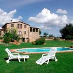 Le Can Cufi propose des appartements de style rustique installés dans un quartier calme, à 2km de Seriñá. Vous pourrez profiter de son jardin commun avec piscine, de son barbecue et de l'aire de jeux pour enfants.