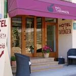 L'établissement familial Hotel Tarongeta vous accueille dans le pittoresque village de pêcheurs de Cadaqués, à seulement 150 mètres de la plage. Une connexion Wi-Fi gratuite est disponible.